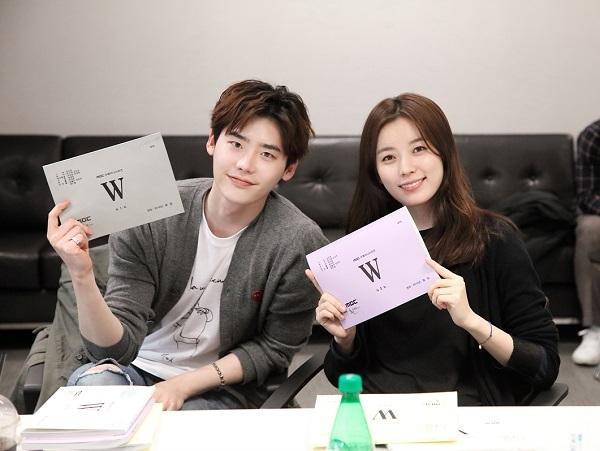 han-hyo-joo with lee jong suk