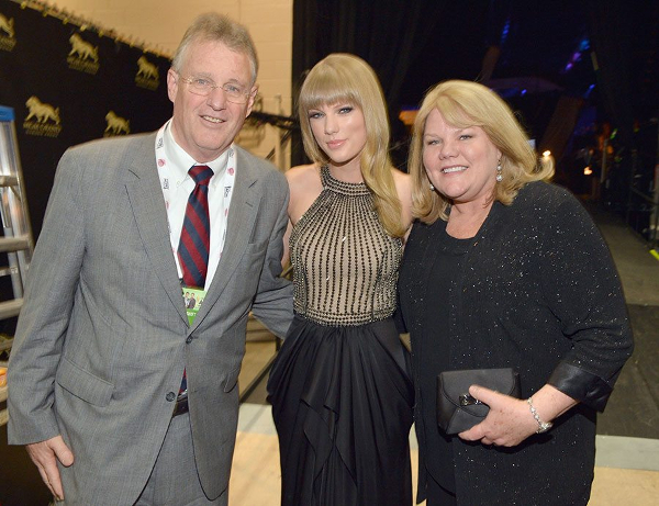 Taylor Swift mother and father