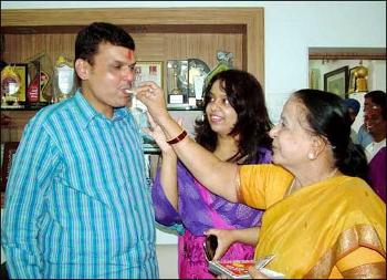 Devendra Fadnavis Mother