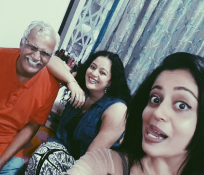 neha-pendse-with-family