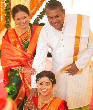 Mrunmayee Deshpande Parents